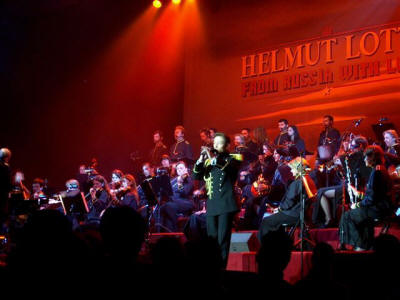 Cottbus Helmut on stage (2)